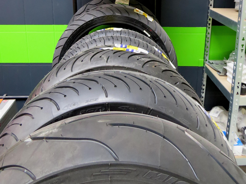 Nieuwe banden voor je motor nodig? Fris Motorservice levert en monteert je motorbanden voor je.